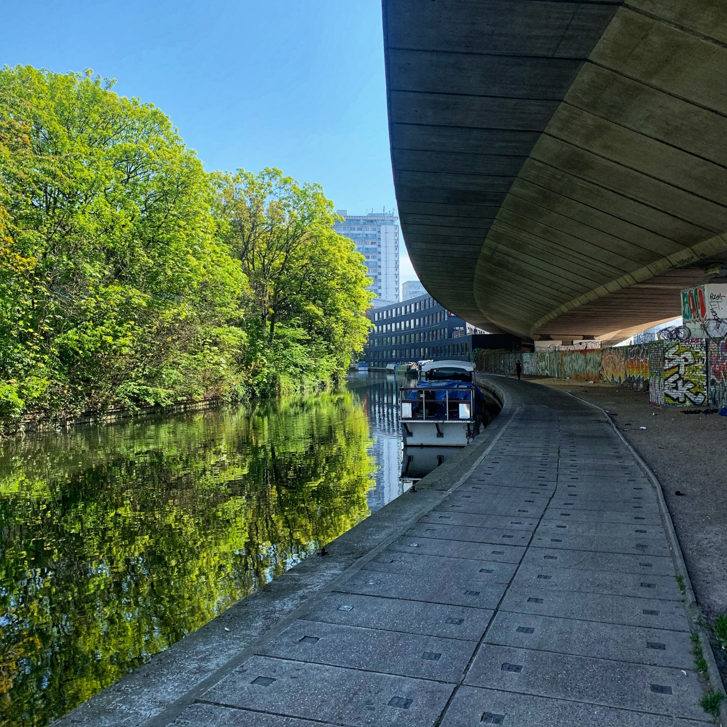 London, Regents Canal, 26 April © Andrew Curley