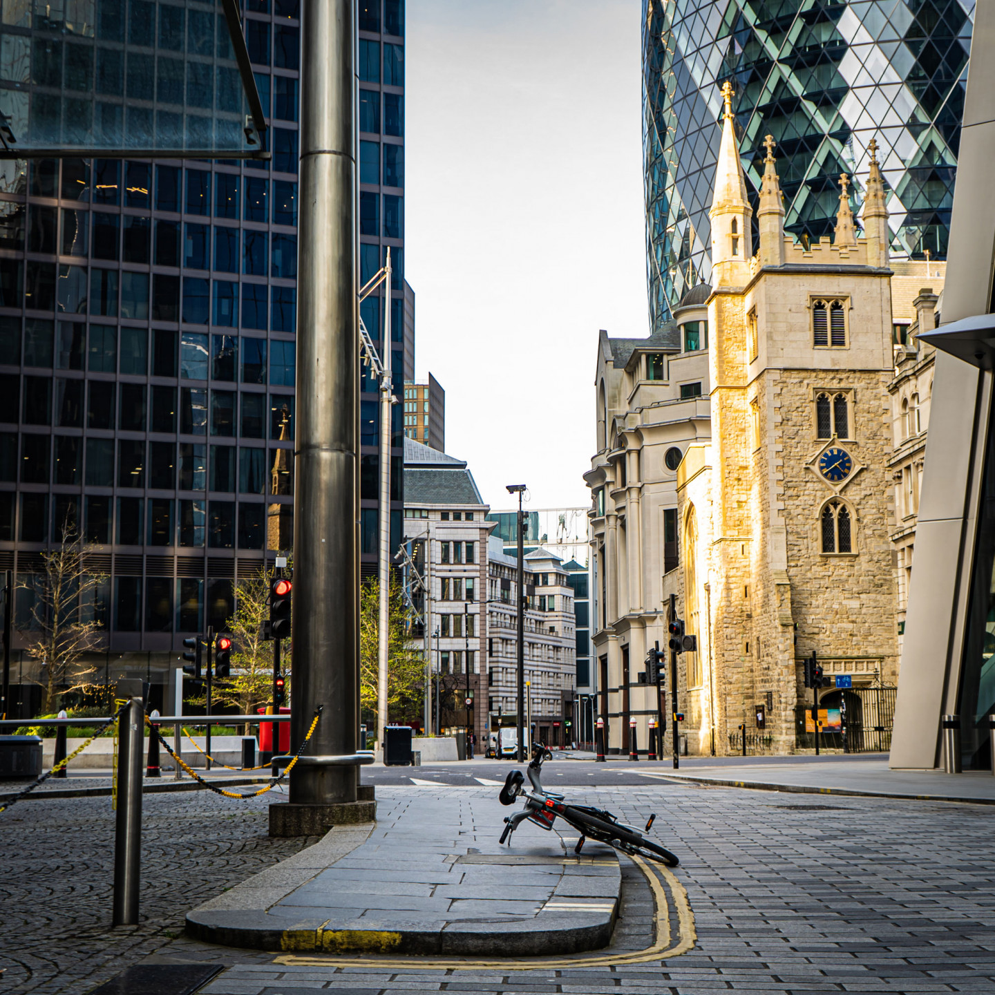 Deserted streets around the Gherkin during rush hour, London, May. © Richard Lawrence